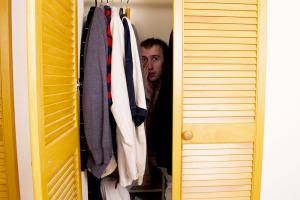 Elaka Mäklaren – Den fantastiska historien om säljaren i garderoben