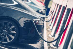 Brist på laddstolpar stoppar elbilsboom i BRF:er