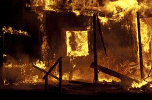 Fastigheten står i lågor – vad händer efter branden?